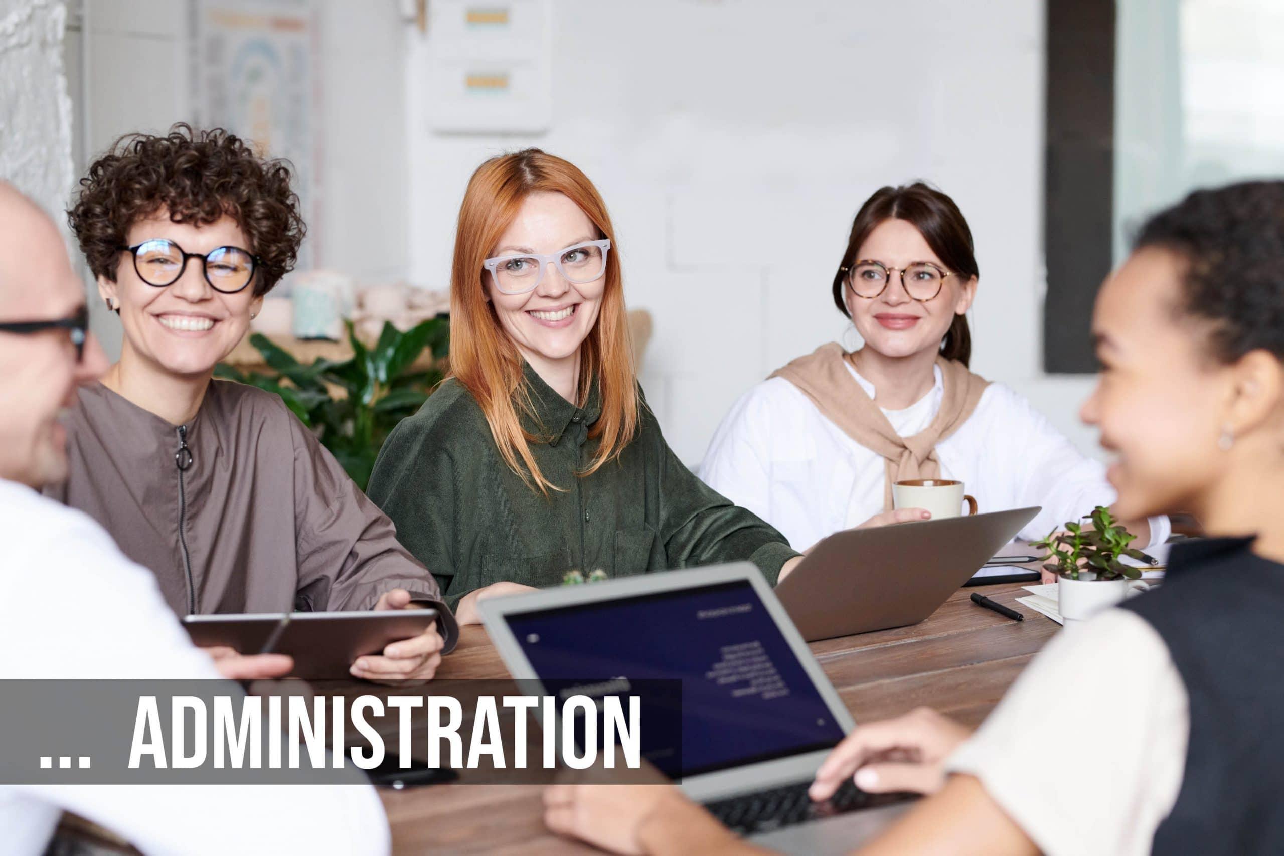 Gruppe von Frauen in Team Besprechung